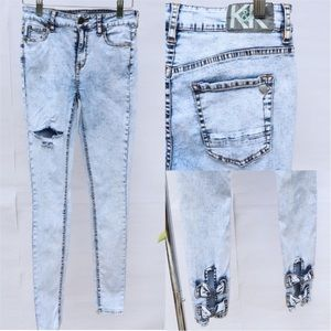 Kendall & Kylie Ankle Bow Acid Washed Skinny Jeans